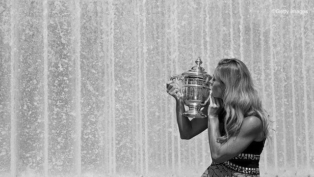 Kerber Enjoys US Open Trophy Photoshoot