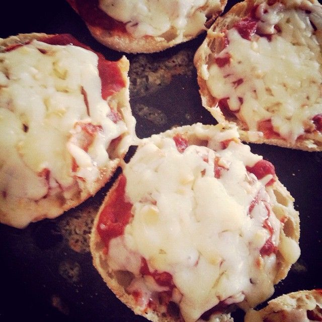 Mini pizzas on English muffins and topped with Smoked Five Brothers cheese from Gunn's Hill in Ontario #cdncheese #simplepleasures