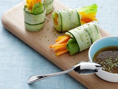 Rotolini di cetriolo con verdurine