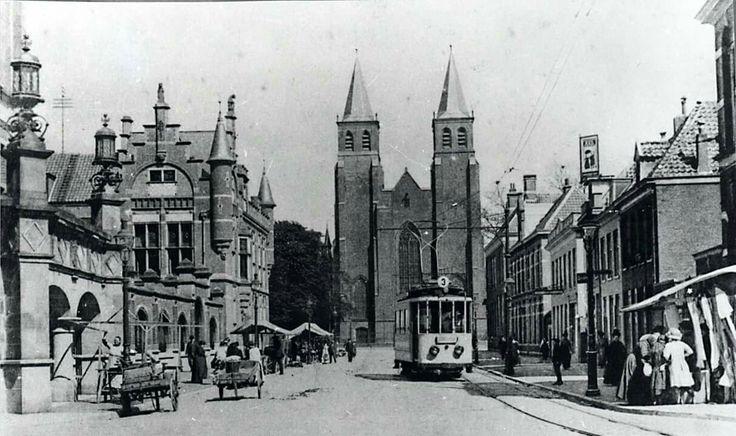 Walburgstraat en Walburgiskerk 1915. Arnhem