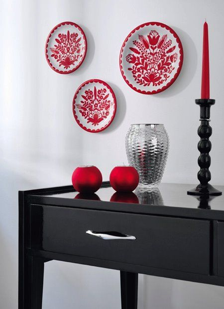 Black & red (with Hungarian hand painted porcelain plates)