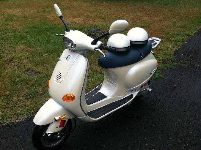 2001 Vespa ET2 50cc + 2 Helmets, only 900 miles!