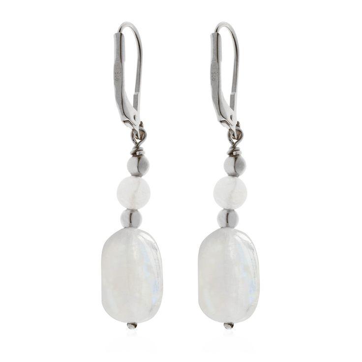 Moonstone, orecchini pendenti in argento 925 placcato composti da due frammenti lucidati di pietra di luna arcobaleno alternati a sferette in argento placcato.