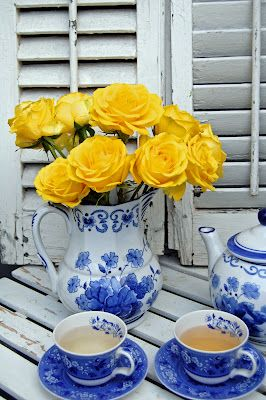 Yellow Cottage Roses with blue and white china - Lovely!!  mypaintedgarden.com