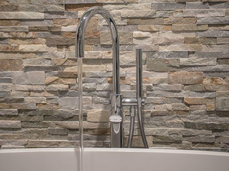 25 beste idee n over vrijstaande douche op pinterest kleine badkamer douches badkamers en douche - Badkamer muur tegels porcelanosa ...