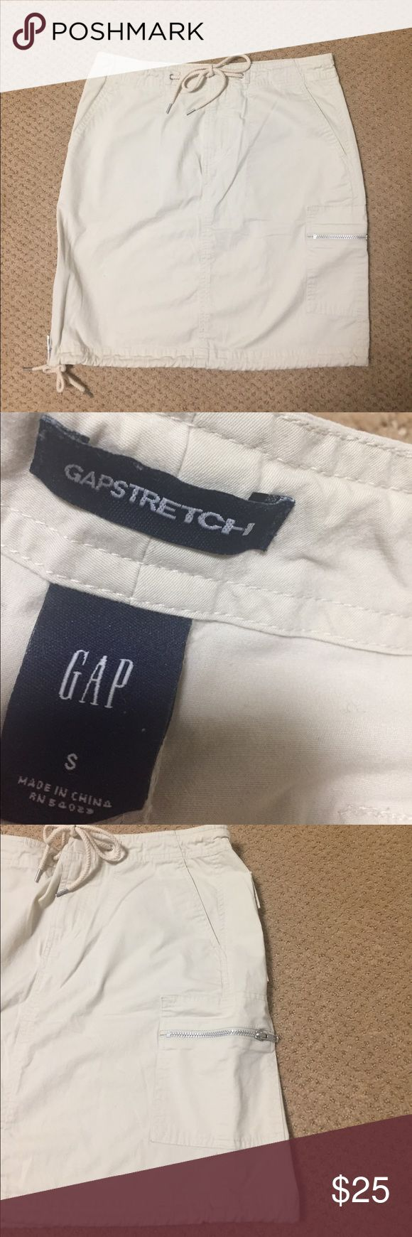 Gap beige skirt Size S. Made of 97% cotton/3% Lycra. Waist 15 inches across. Length 18 inches. Great condition. Multiple pockets. GAP Skirts