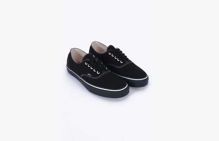 """Gosha Rubchinskiy is inspired by the everyday life of the former communist empire to shape his collections. His quirky sportswear universe, with big patterns like 90s logo, is already well-known. Shoes from Gosha Rubchinskiy. Model """"Authentic"""", in collaboration with Vans. Black. EU 42 = US 9 = UK 8."""