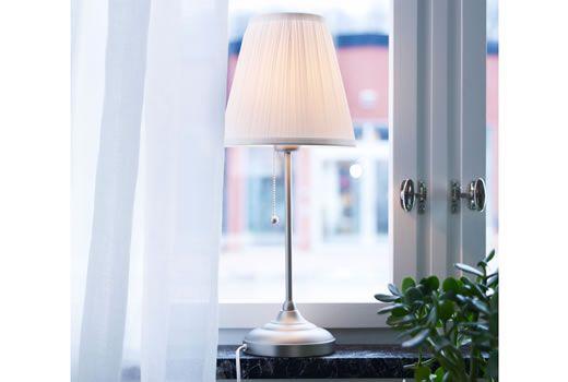 Oltre 25 fantastiche idee su lampade da tavolo su pinterest lampada da tavolo lampade da - Lampade da scrivania ikea ...