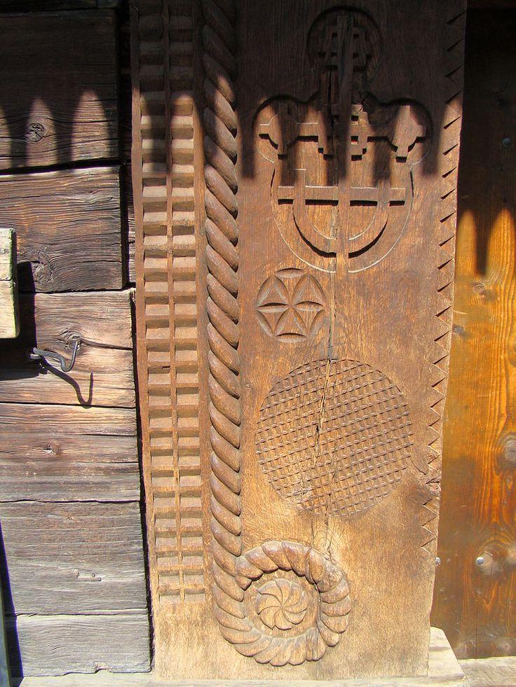Biserica de lemn din Budesti Josani (8).JPG