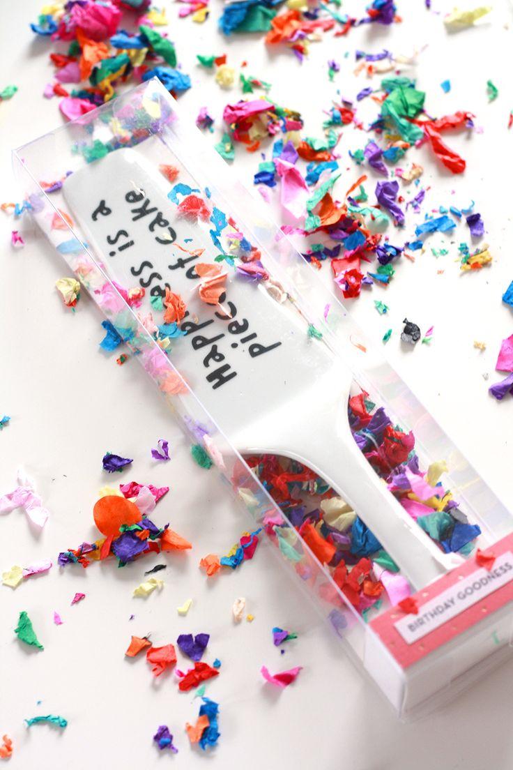 Jeder sollte einen Kuchenheber im Haus haben. Hübsch verpackt macht er sich als Geschenkidee sehr gut zum Geburtstag oder auch einfach nur als Mitbringsel. |www.piecesforhappiness.de