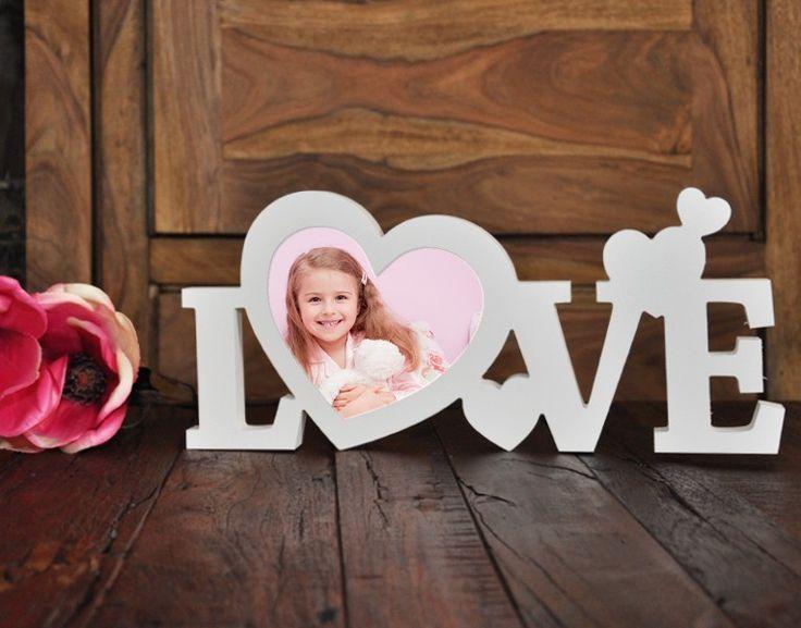 Die Dekobuchstaben  in 3D mit Schriftzug Love mit Platz für ein eigenes Foto si…