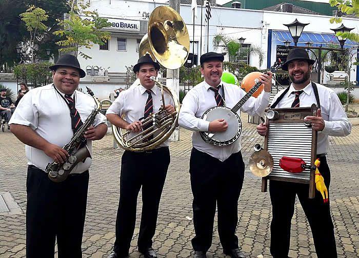 Águas de São Pedro celebra no dia 25 de julho seus 77 anos. Para comemorar a data, a Prefeitura programou para o seu feriado municipal uma sessão solene