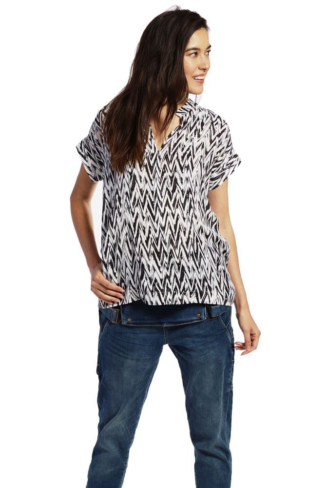 Sarah Woven Nursing Blouse in White & Black Chevron. Please use coupon code NewProducts to receive 15% off these items. To receive the discount, please place your order by midnight Monday, May 1, 2017