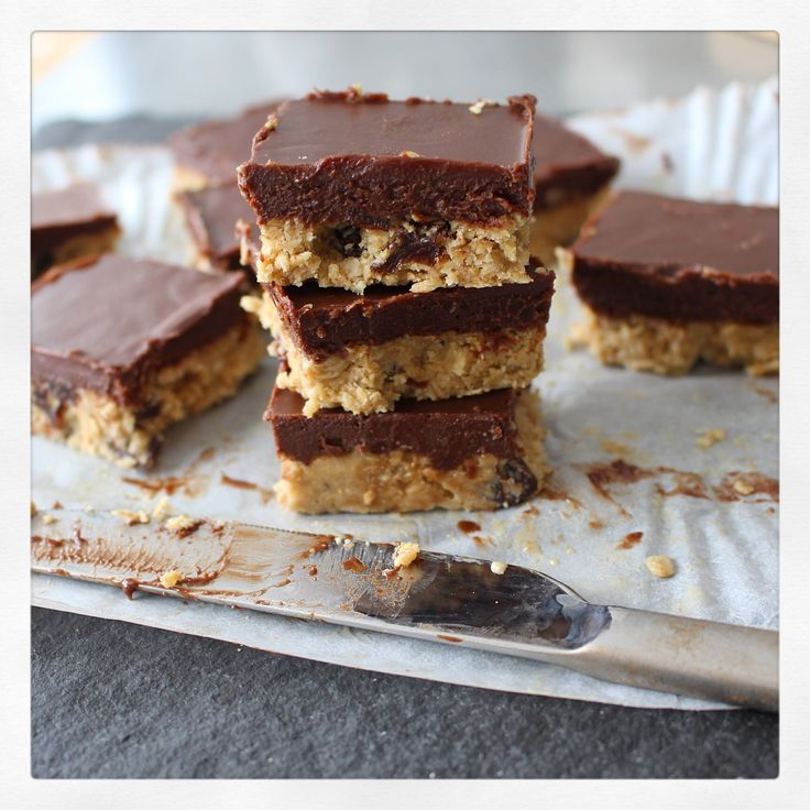 6 ingredient chocolate covered flapjacks | Dower and Hollingsworth The day I created this recipe, it was one of those rare super hot days which don't come around all too often in London. I'd been brainstorming about chocolate fudge covered…
