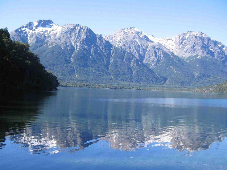 El lago Mascardi es un lago patagónico que se encuentra dentro del Parque nacional Nahuel Huapi, próximo a la ciudad de San Carlos de Bariloche, Patagonia, Argentina. Posee un largo máximo de 23 km; un ancho máximo de 4 km, y una profundidad máxima de 218 m. El lago es navegable, y se practica la pesca deportiva en sus aguas. Este lago posee numerosas bahías protegidas con juncales que proveen alimento y refugio a una población de salmónidos destacable.