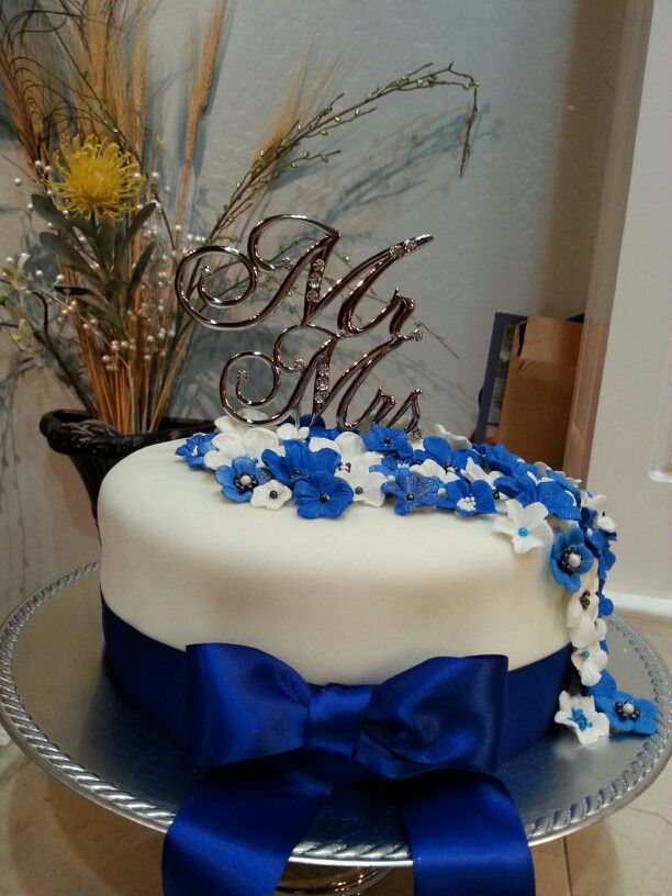 17 best images about cakes multi tier royal blue wedding on pinterest white wedding cakes. Black Bedroom Furniture Sets. Home Design Ideas