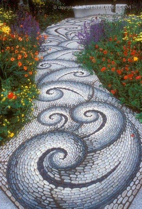 Garden path.Pebble Mosaics, Ideas, Gardens Paths, Garden Paths, Stones Paths, Mosaics Gardens, Stones Walkways, Rivers Rock, Gardens Pathways