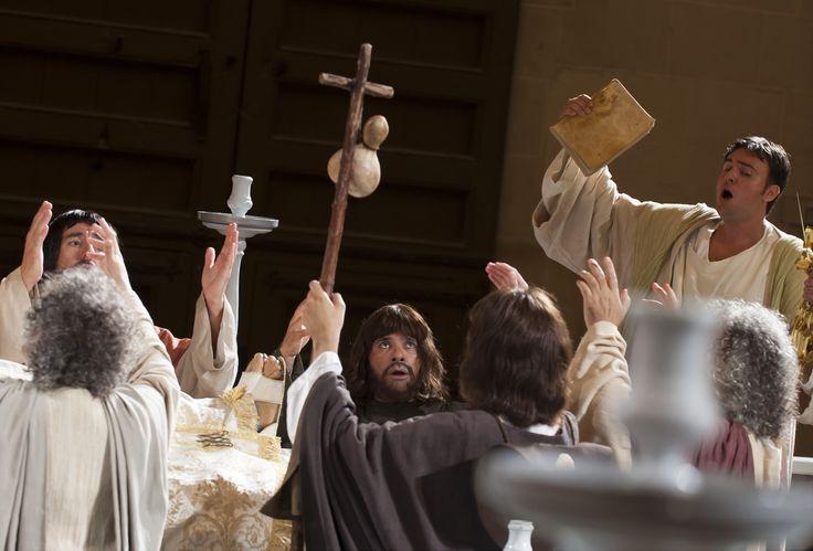 Los #apóstoles velan por su cuerpo #María  #MisteridElx Foto: Sixto Marco