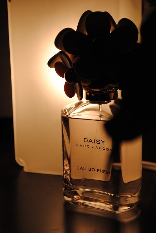 best 25 daisy eau so fresh ideas on pinterest marc. Black Bedroom Furniture Sets. Home Design Ideas