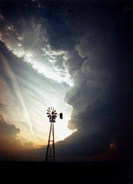 Tornado in tutta la loro spaventosa  bellezza.
