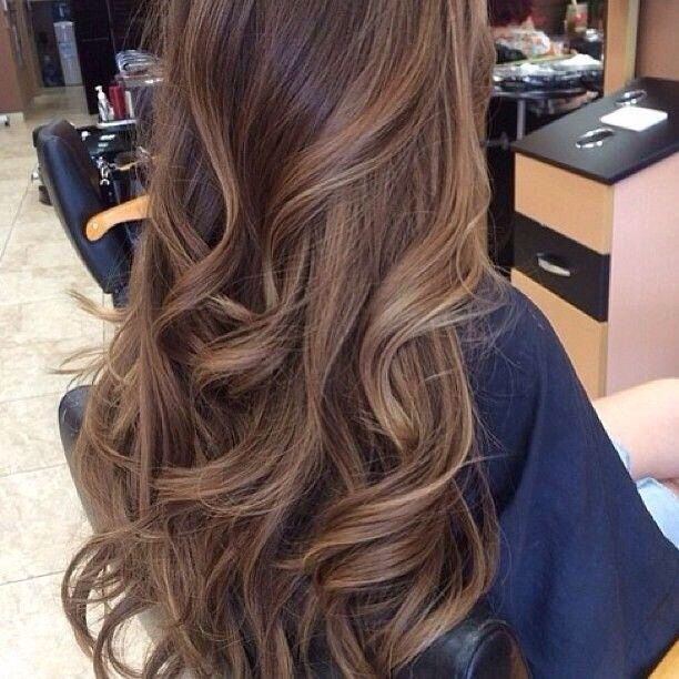 Ughhh her hair is gorgeous with the long loose curls and caramel highlights