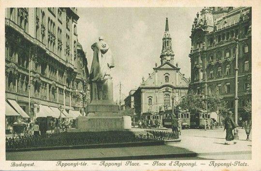 Ma Ferenciek tere. 1874-tól Kígyó tér, 1921-től Apponyi tér, 1953-tól Felszabadulás tér.
