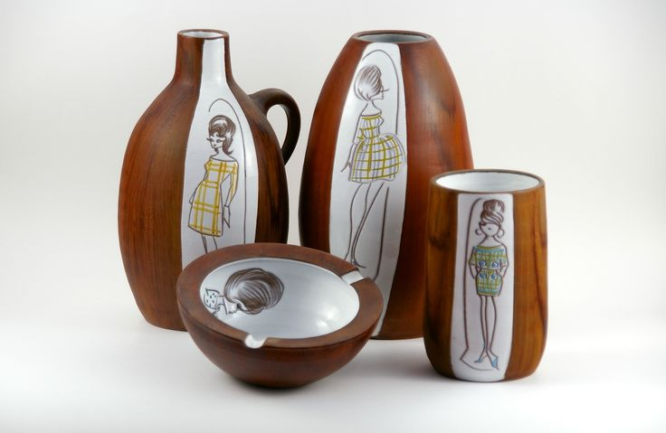 Selection Dutch 'Teak' vases and ashtray. Probably made by van Aalten, Zeist. Photo: www.kekkekeramiek.nl