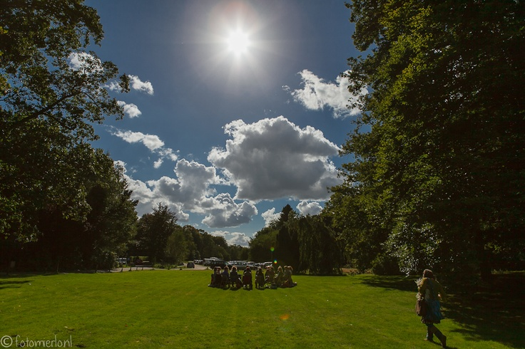 een tribal circle in de zon (foto Mierlo)