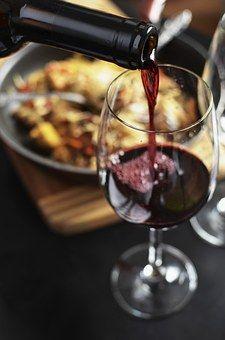 viete z akých pohárov máte piť vínko? :) http://blog.svetnapojov.sk/rozne-typy-poharov-na-vino-ako-si-z-nich-vybrat/