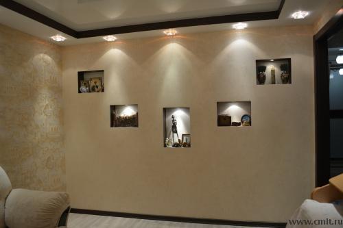 Стена с декоративными нишами