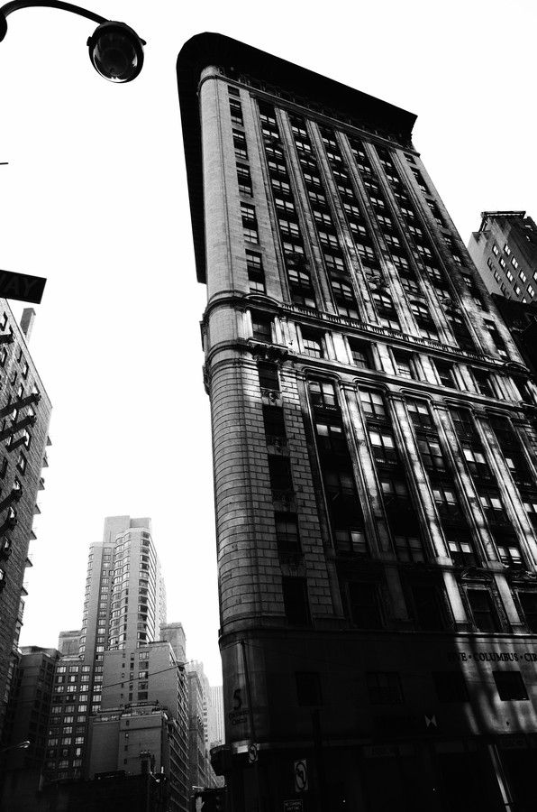 Flatiron and lamp by Nicola Colella on 500px