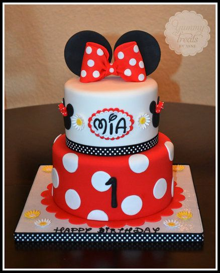 Red Minnie Mouse Cake  It even says Mia! this is perfect for my little Mia :)