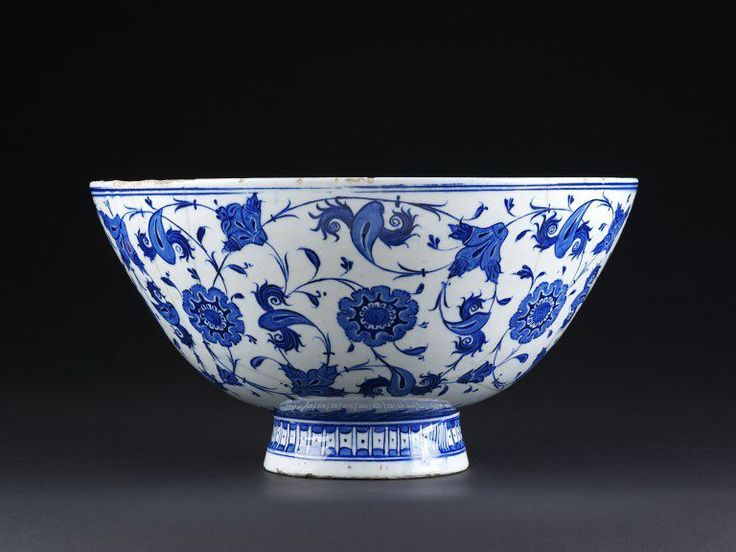 Bowl. Iznik, Turkey, ca. 1530. Fritware, underglaze painted in cobalt blue, glazed. Height: 20.5 cm, Diameter: 38.5 cm. Given by C. H. Campbell, Esq. Museum number: C.257-1921 © V Images.