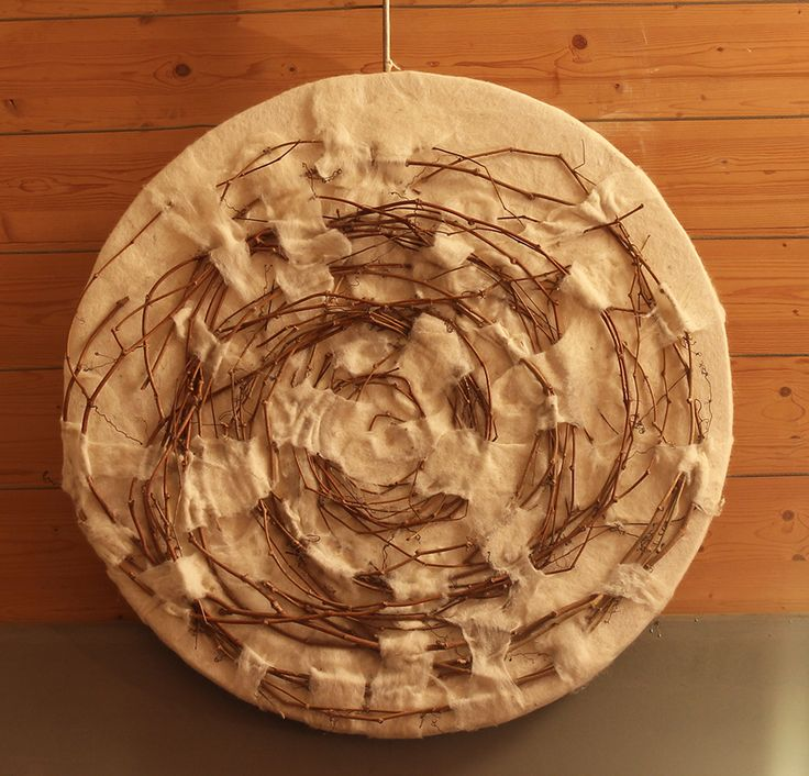 Vite   Felt panel made of carded Bergschaf wool natural white, palm leaves and fibers. Structure in wood 90 x 90 cm. Judith Byberg.