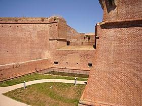 Mura della Cittadella #InvasioniDigitali il 25 aprile alle ore 10.00 Invasore: Alessandro Fichera