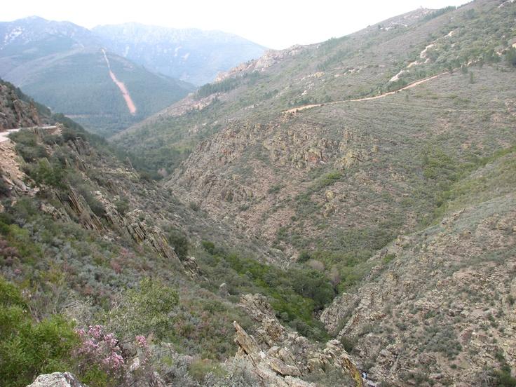 Profundo Valle entre las poblaciones de Herguijuela de la Sierra y Rebollosa, en el límite con las Hurdes extremeñas.