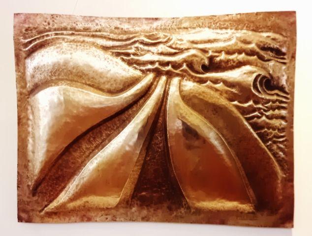 """Obra: """"Camino al Mar"""". Repujado y Cincelado en bronce."""