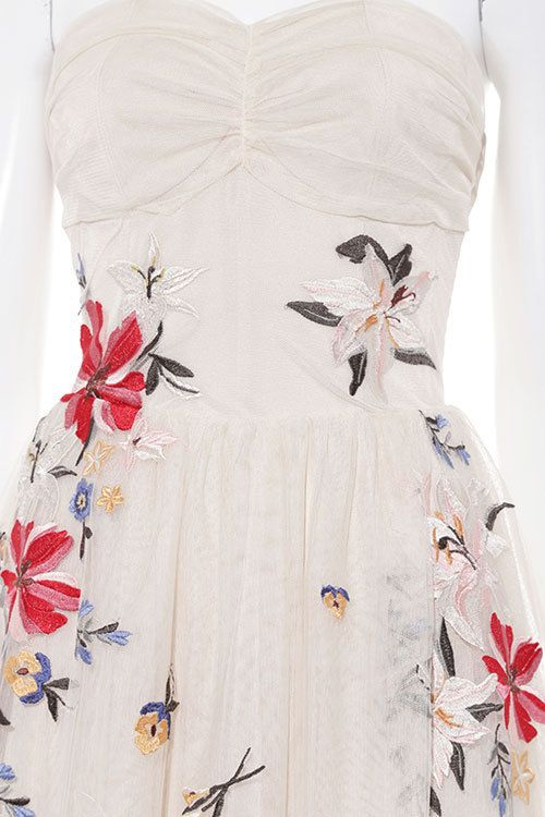 リリーブラウン、5周年限定「ブルーミング リリー ドレス」ヴィンテージ風フラワー刺繍をたっぷりと 写真2