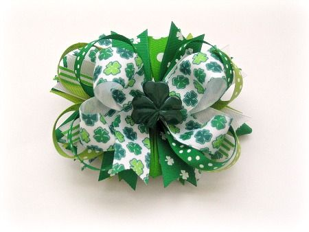 elaborate hair bow instructions. I like it w/o the shamrock button. Great blog with TONS of bow tutorials.