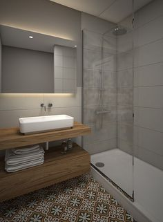 Baño combinado con piso de mosaico antiguo y revestimiento de cerámicas modernas. Mampara de vidrio y mueble de madera. MVC arquitecta
