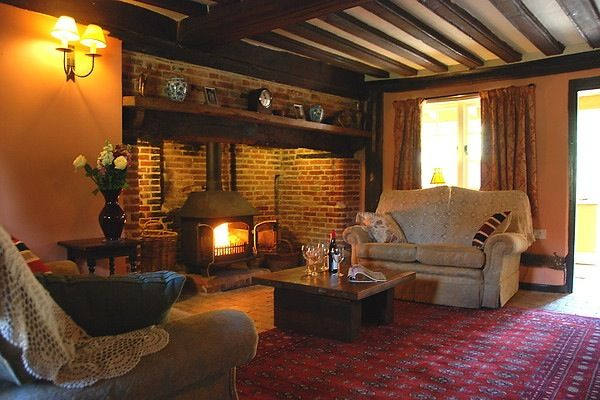 Victorian inglenook fireplace. http://www.grove-cottages.co.uk/Oakleys/