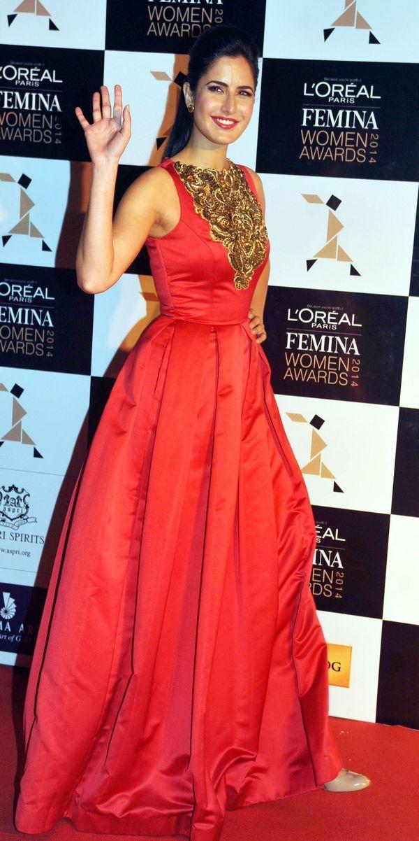 Katrina Kaif waves to shutterbugs at the L'Oreal Paris Femina Women Awards 2014. #Style #Bollywood #Fashion #Beauty