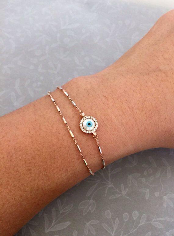 Boze oog armband, gelaagde armband, dubbele laag armband, sierlijke Evil eye sieraden, geluk bedelarmband, celebrity geïnspireerd sieraden door Lotus411 op Etsy https://www.etsy.com/nl/listing/456605082/boze-oog-armband-gelaagde-armband