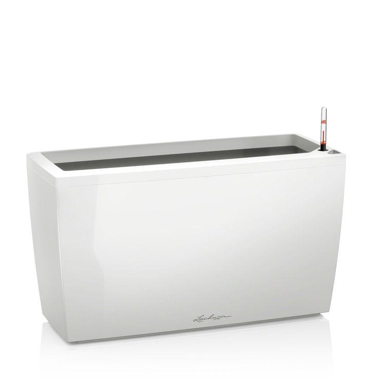 Výrobca: LECHUZA Rozmery: šírka: 30 cm výška: 43 cm dĺžka: 75cm Farba: biela lesklá Nádoba v hranatom lesklom prevedení vybavená SDZ (systém dlhodobej závlahy),vhodná do interiéru aj exteriéru.  Komplet set alebo bez príslušenstva (neobsahuje kolieska, SDZ, rám a Lechuza PON)