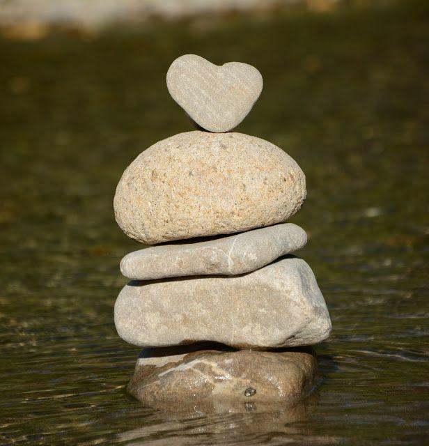 Es wird immer wieder Zeiten geben, in Deinem Leben, in denen Du besonders stark sein musst. Tägliche Probleme und Aufgaben, die zu erfüllen sind sowie Hindernisse die Du überwinden willst, benötigen einen gehörigen Schubs und viel Kraft um sie anzugehen und am Ball zu bleiben. Gerade wenn Du dabei bist, Dein Leben neu zu ordnen, Deinen Körper neu zu formen oder Deine Beziehungen neu zu gestalten... http://lebenvollerglueck.blogspot.de/2015/09/mentale-starke-oder-wie-du-deinen-geist.html
