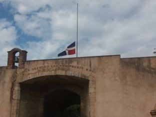 IMPACTO VÍDEO; Por muerte de Cristo ondea media asta bandera nacionalen el Altar de la Patria