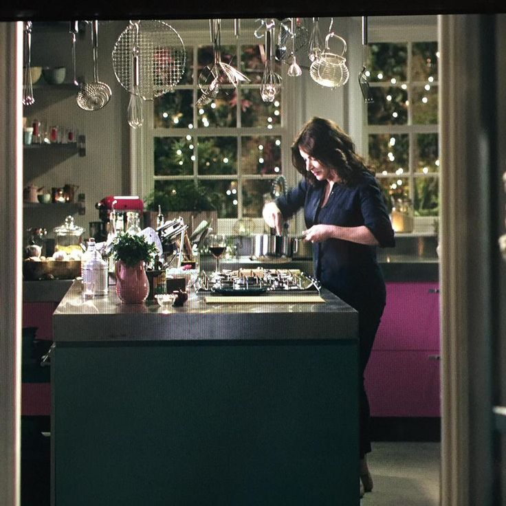 The magic of television: evening falls at 9.45 in the morning on #SimplyNigella!