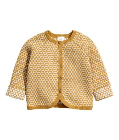 Mustard yellow. BABY EXCLUSIVE/CONSCIOUS. Jacquard-knit cardigan in soft organic cotton. Round neck, buttons at front, and contrasting, up-turned cuffs.