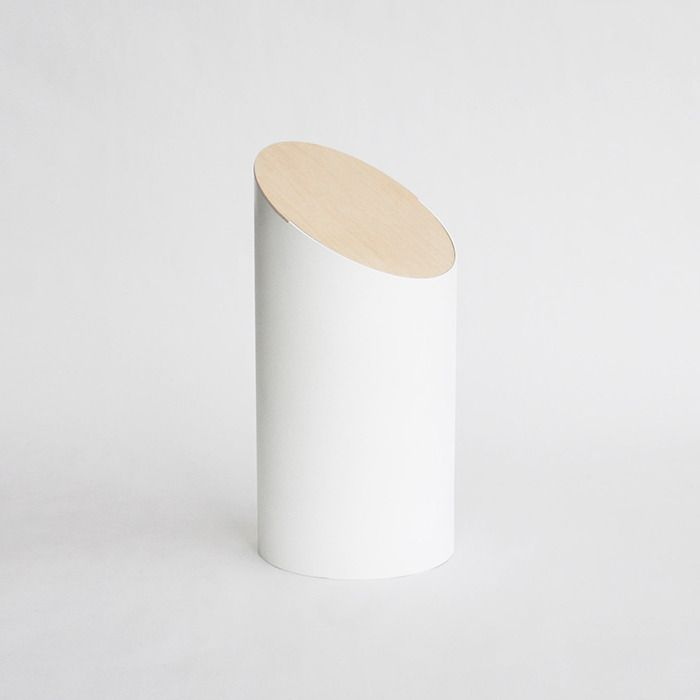 Swing Bin is a minimalist design created by Japan-base designer Shigeichiro Takeuchi and is currently seeking funding on Kickstarter. It is so sculptural that at first glance one might not notice that it is a waste bin. (1)