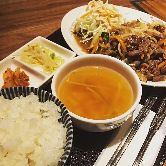 こんにちは! 鋳物焼肉3136です(o^^o) 今日から11月、今年もあと、2ヶ月ですね〜🎵 寒さに向かっての体力を お食事からも付けたいものです(o^^o) 本日のランチに韓国料理は、いかがですか? お得なランチメニューからお選びくださいませ^ ^ #六本木 #完全個室 #鋳物焼肉 #焼肉 #表参道 #姉妹店 #韓国料理 #個室 #肉フェス #同伴 #個室焼肉 #隠れ家 #マッコリ #大江戸線 #yakiniku #韓国  #肉  #ユッケジャンスープ #石焼ビビンパ #サーロイン #イチボ #カルビ #ロース #ナムル #黒毛和牛 #冷麺 #厳選素材 #ランチ #国産ハラミ #貴重